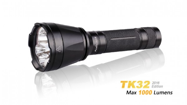 Fenix TK32 Cree XP-L HALLO V3 weißes Licht und XQ-E farbiges Licht LED Taschenlampe